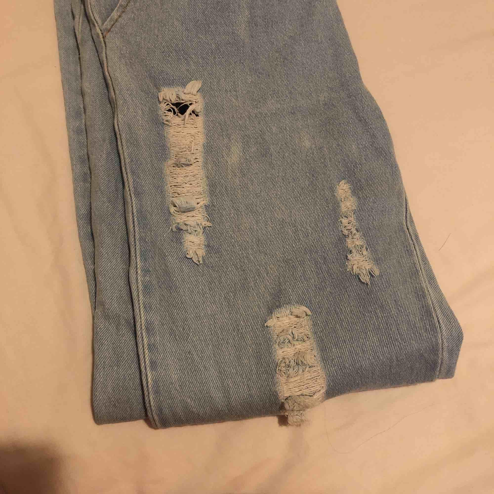 Passar från S till en liten L då den är stretch material. 😊. Jeans & Byxor.
