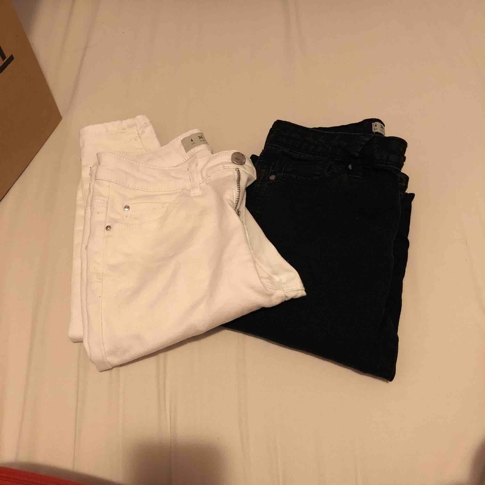 Skinny jeans sitter väldigt bra!  BÅDA FÖR 150kr!!. Jeans & Byxor.