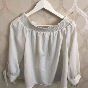Jätte söt tröja från ginatricot. Köpt för ett år sen men är som ny.