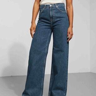 LÅNAD BILD! Weekday Ace jeans, köptes i höstas men knappt använda så säljer därav. Väldigt snygga och mycket bra skick!! Frakt 50kr! :)