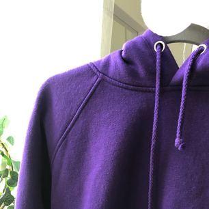 Skit cool och mysig hoodie från BikBok. Säljes pga används ej.