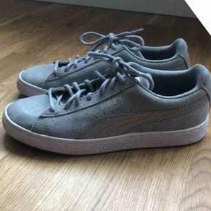 Jättefina puma skor! Använda någon enstaka gång! 🙌🏻 Priset kan också diskuteras. Köparen betalar frakten 🥰🥰
