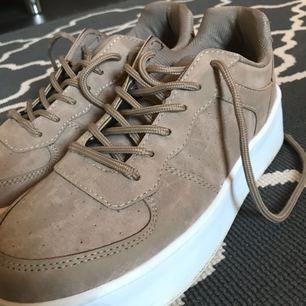 SÅ fina skor från nelly i suede-liknande material, använd några gånger men jättebra kvalite ändå!