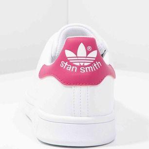Köpta för någon dag sedan då jag trodde dem var röda. De är alltså rosa i en mörkare ton.  Inköpta för 649:- helt nya förutom att jag testat dem ute en gång innan jag insåg mitt misstag:)