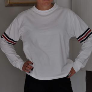 Super skön tröja från Brandy Melville. Sitter som en medium. Fint skick!🌻