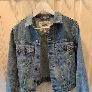 Helt oanvänd Cheap monday jeansjacka, köpare står för frakt⚜️