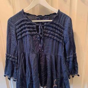 Mörkblå blus från Odd Molly strl 1(s)  Köpare står för frakt⚜️