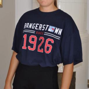 New York Rangers tshirt, storlek XL.🌻