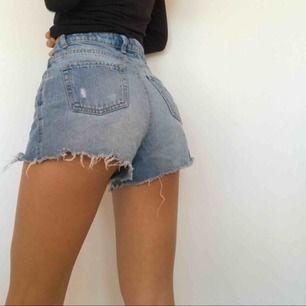Trendiga ursnygga shorts, mina favoriter men de har tyvärr blivit för små. Frakt ingår