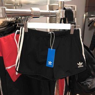Adidas shorts i XS, aldrig använda.