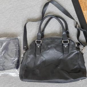 Väska från smallstuff i äkta skinn Sparsamt använd Kan användas som skötväska