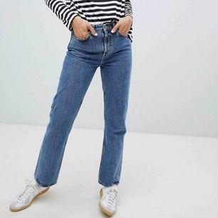 Trendiga weekday jeans i modellen voyage!🌸 köptes för 500kr
