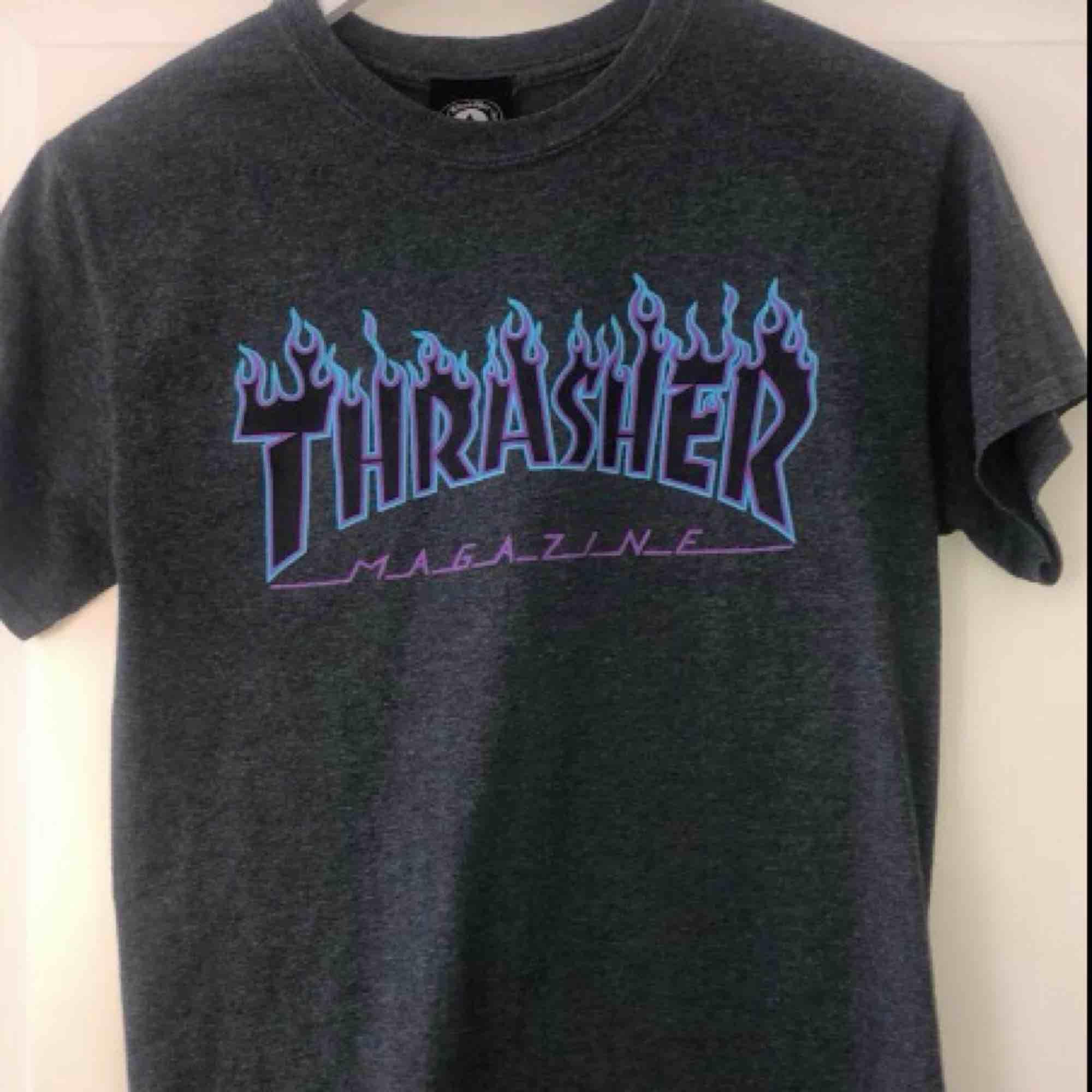 Äkta trasher t-shirt. Köpt för ungefär 550kr. Det är bara att ställa frågor om ni undrar något finns inga dumma frågor☺️ högsta bud: 300kr. T-shirts.