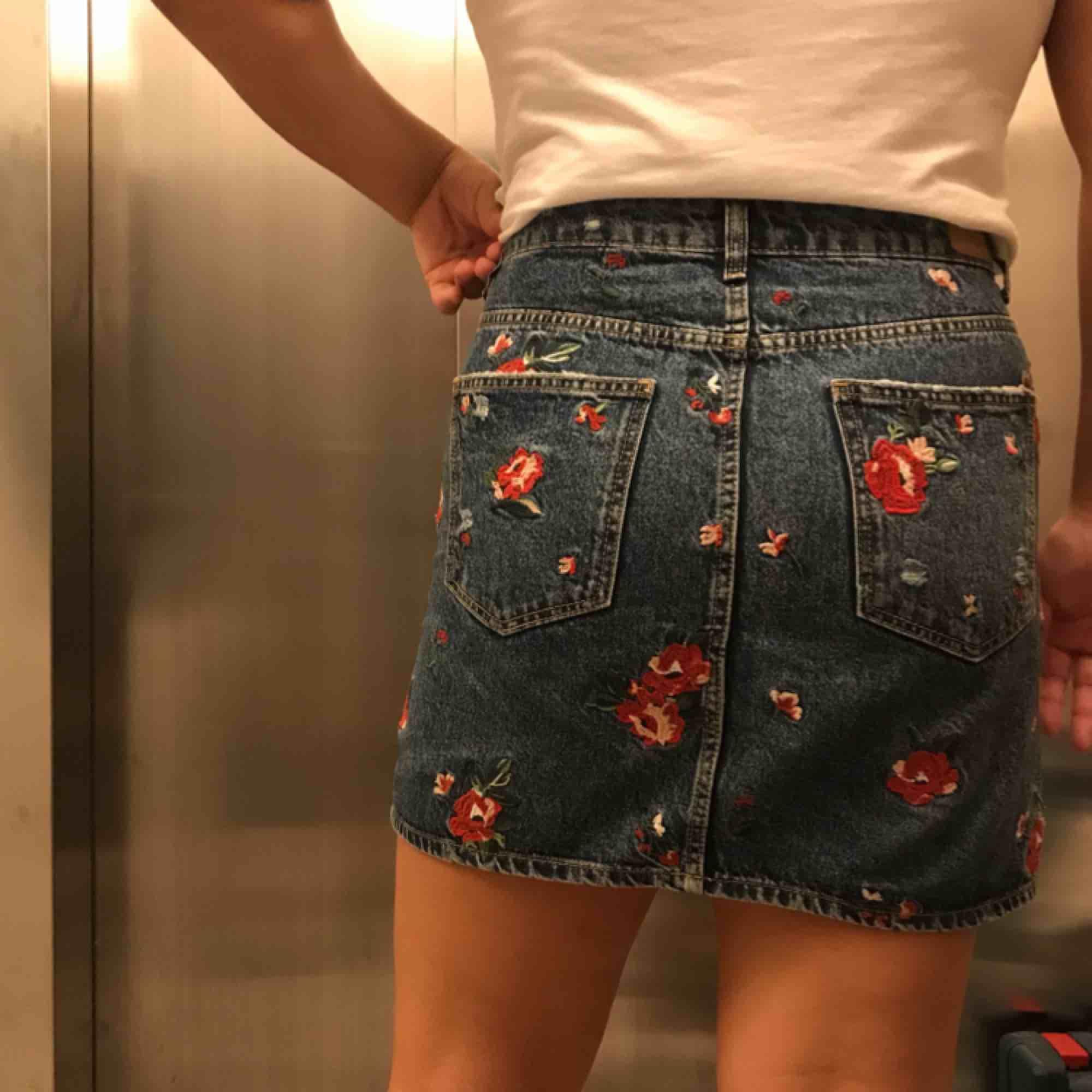 gullig kjol från berska för 170kr inklusive frakt. Kjolar.