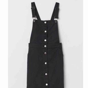 Jättesöt hängselklänning i nyskick🌸 Nypris: 300