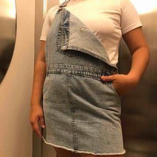 Cool jeans klänning för 200kr inklusive frakt