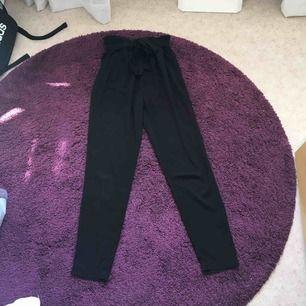 Svarta kostymbyxor från BikBok! Jättesnygga! Frakt tillkommer
