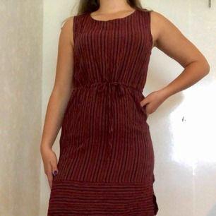 Randig tunn klänning. Jätteskön! Köparen står för frakten🌸