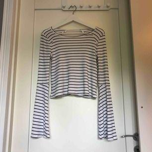 Superduperfin tröja från Hollister med jättefin rygg och vida armar💞 Köpt för 399, sparsamt använd. Köparen står för frakt 😋