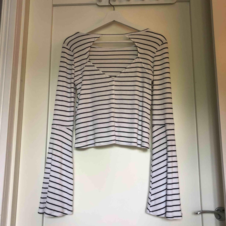 Superduperfin tröja från Hollister med jättefin rygg och vida armar💞 Köpt för 399, sparsamt använd. Köparen står för frakt 😋. Toppar.