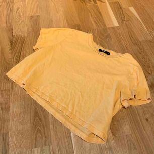 Kort tröja från Bik Bok sparsamt använd i super skick