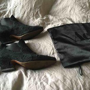 Acne Alma,  Acne skor i storlek 39. Bytt till gummisula. Använda i gott skick.   #Acne #acne skor #Acne Alma # Alma #design  #designshoes #gucci #dior #prada #ankle boots #boots # black #stövletter #skor