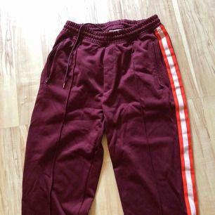 Valient byxor från Carlings! Härligt, sköna och riktigt par cleana byxor. Ingen användning för de längre så hoppas de hittar en ny ägare som gärna bär de