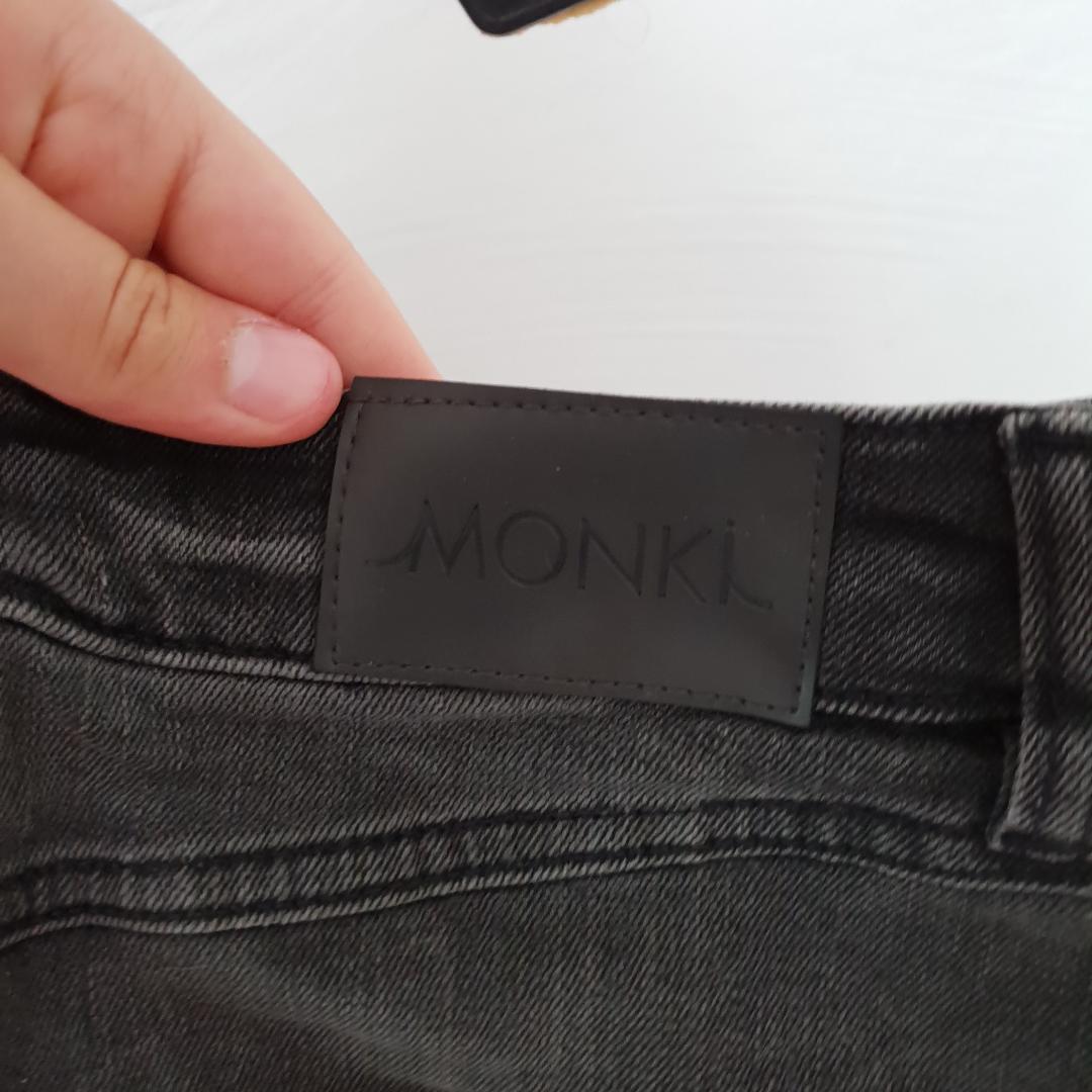 Svart jeanskjol från Monki. Knappt använd. Kjolar.