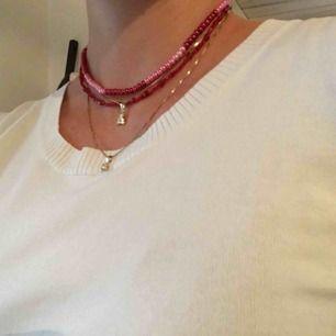 Halsband som jag pärlat själv! Båda två för 75kr eller ett för 40kr. Exklusive frakt.💖