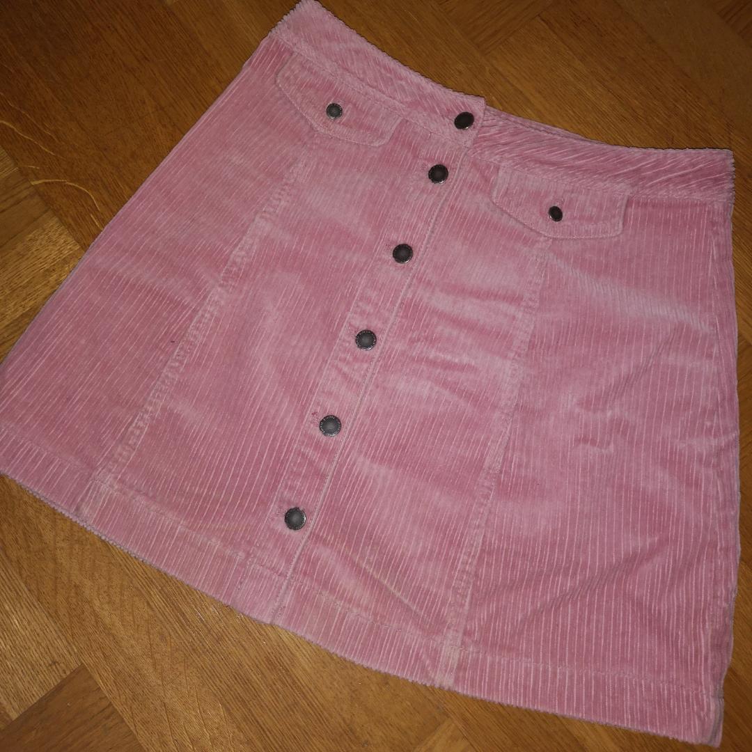 Ljusrosa kjol i typ mocka imitation, från h&m. Stl 36 Köparen står för eventuell frakt. . Kjolar.