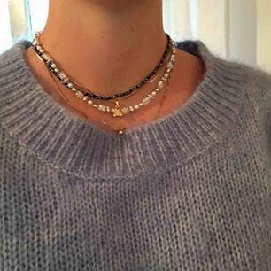 Halsband som jag pärlat själv! Ca 40 cm i längd. 35kr exklusive frakt.😝
