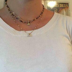 Halsband som jag pärlat själv! Ca 40 cm i längd. 45kr exklusive frakt.😝
