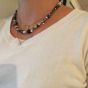 Halsband som jag pärlat själv! Ca 40cm i längd. 50kr exklusive frakt.😋