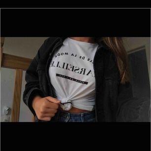 T-shirt från Amisu! Använd men i bra skick. det är dessutom inget rosa på tröjan som det ser ut att vara i bilden. Köpare står för frakt🚛