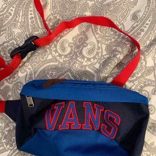 Helt ny vintage vans väska, är justerbar. Aldrig använd men den kommer aldrig till användning. Frakt 39kr kan även mötas upp i sthlm💞💞💞