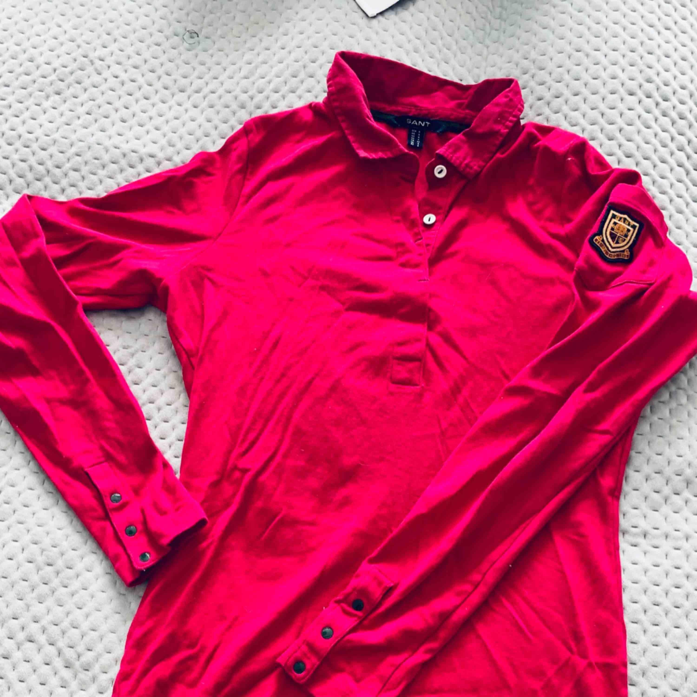 Superfin rosa tröja från GANT. Väldigt mjukt och skönt material. Knappt använd. . Tröjor & Koftor.