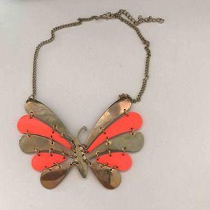 Mycket fint och speciellt halsband som jag köpte i Grekland förra året. Tyvärr har jag inget att ha på mig det med men du kanske har? Mycket unik! 70 inkl frakt