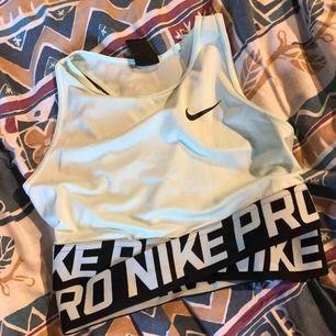 Nike intertwist tröja  Det perfekta träningslinnet! Helt oanvänd (endast testad), säljer pga fel storlek 150kr inklusive frakt (nypris 250kr)