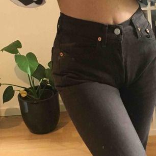 Jättefina Levis-jeans i brun färg! Vid snabb affär kan priset diskuteras.