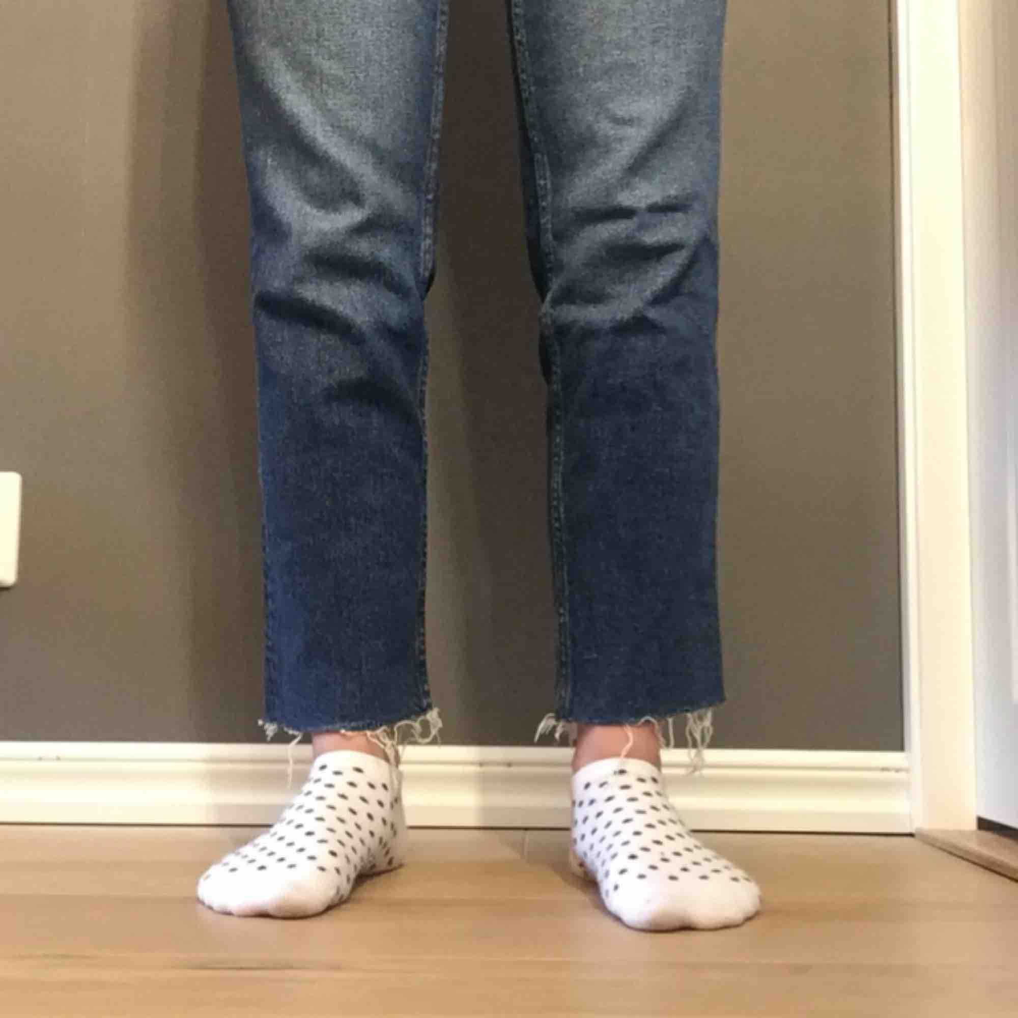 Jättefina jeans köpt från Junkyard (har jag för mig) för ca 1 år sedan. Använd ca 1 gång, så jeansen fortfarande i väldigt fint skick. Storleken är lite oklar, men jag gissar på 26. Möts upp i Umeå, annars står du som köpare för frakten.. Jeans & Byxor.