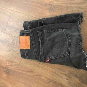 Jeansshorts från levis, stl w27