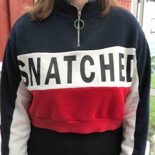 Hej, säljer nu min kära half-siped hoodie ifrån h&m som jag har älskat. Säljer den nu för att jag känner att den har börjat bli för liten:( skriv för fler bilder. Kan fraktas om köparen står för frakten:)