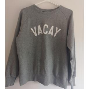 Snygg och skön tröja i 100% organic cotton. Fint skick! Ta 3 betala för 2 (billigaste på köpet) gäller på alla mina annonser! ✨