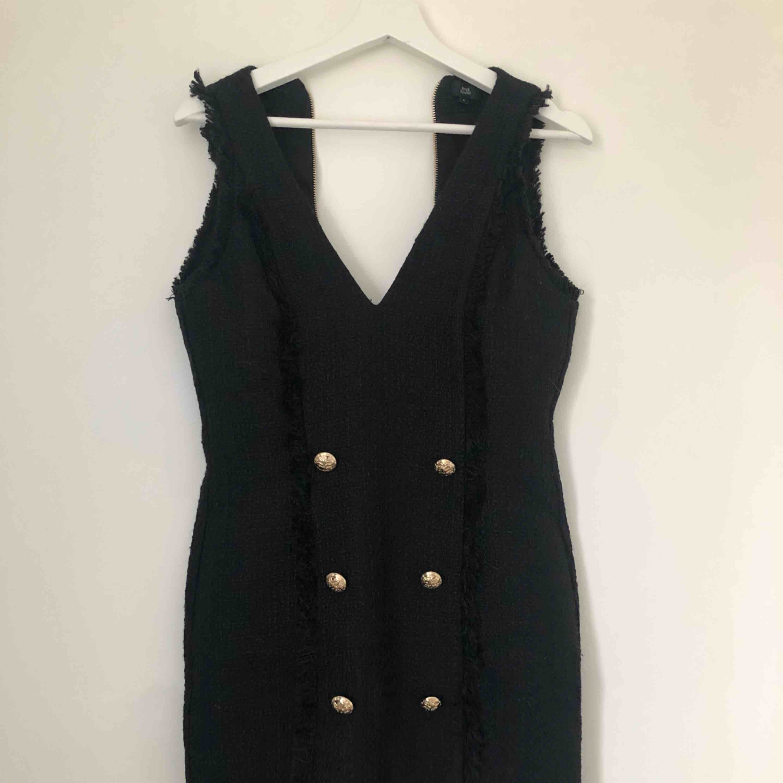 Jättefin klänning från river island, använd 1 gång, tyvärr lite för stor för mig. . Klänningar.