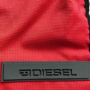 Snygg diesel-väska. Rymlig med många fack. Köparen står för frakt! 🎒