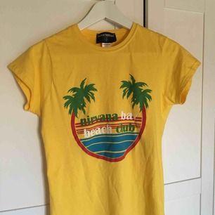 T-shirt från ASOS (märket heter Heartbreak)☀️ använd sparsamt, mycket bra skick!