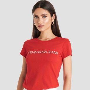 Knappt använd Calvin Klein T-shirt.