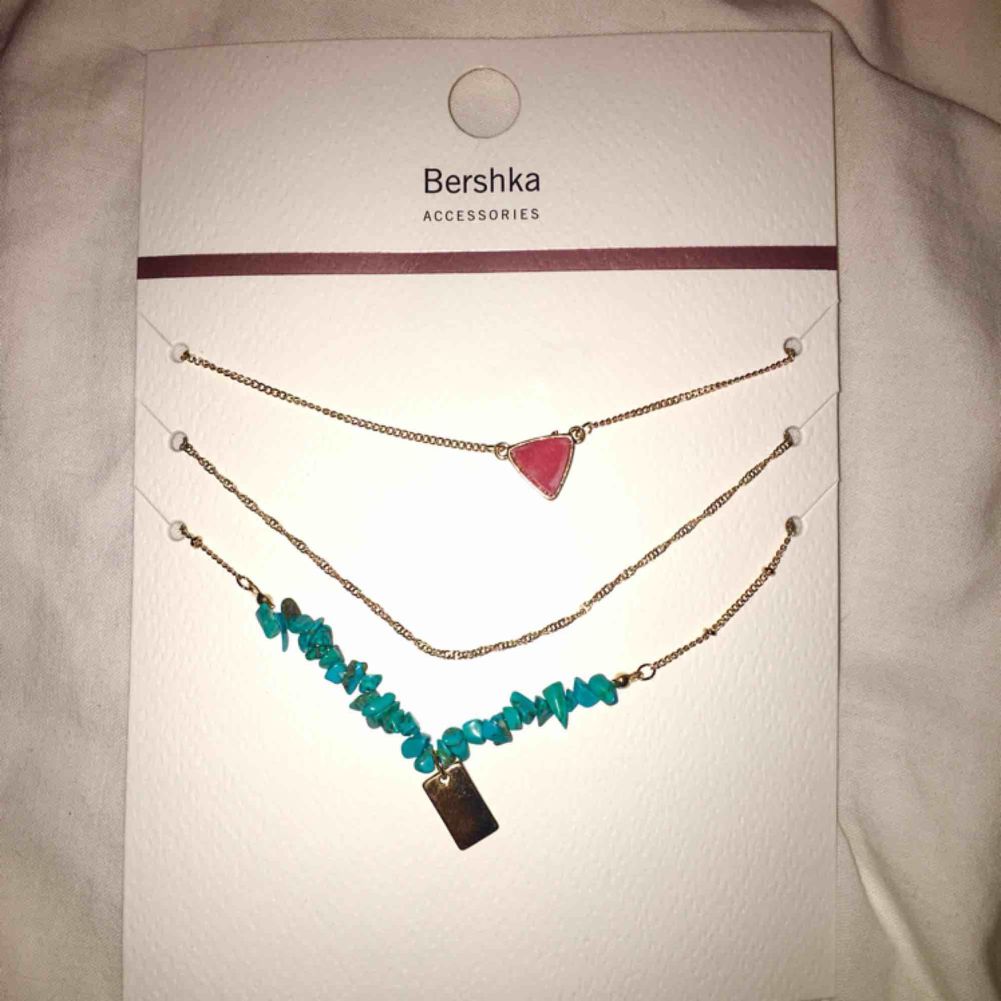 Halsband från bershka. Accessoarer.
