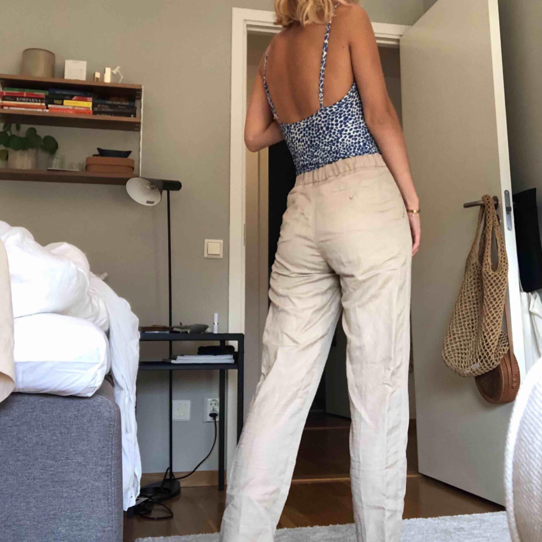 Linnebyxor från other stories! Använda 1 gång...:/ FRAKT INRÄKNAT I PRISET. Jeans & Byxor.