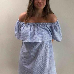 Off shoulder klänning från Nelly! Du står för frakten 💕